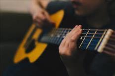 Clases profesionales de guitarra a niños, jóvenes y adultos