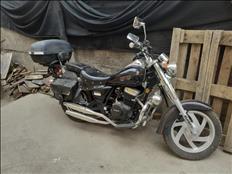 Moto Takasaki 250cc incluye (cofre, traje, casco y alforja)
