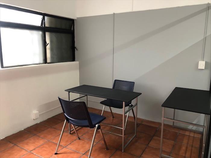 OFICINA CON ACABADOS DE LUJO