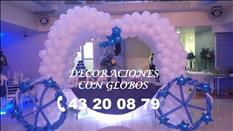 DECORACIÓN CON GLOBOS, TELAS, LUCES, ETC.