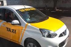 Taxi versa 2018 con dos años de placas