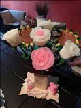 Bolsas artesanales y flores y figuras de jabón