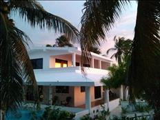Casa frente al mar con piscina