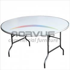 Juego de mesas redondas y sillas acojinadas