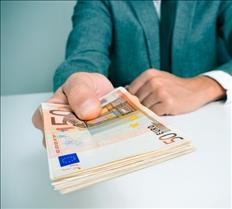 Transacciones de préstamos entre una persona de confianza