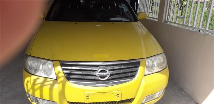 Vendo Auto Nissan Almería Amarillo
