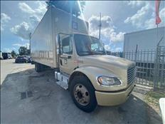 BOX TRUCK 26FT FREIGHTLINER