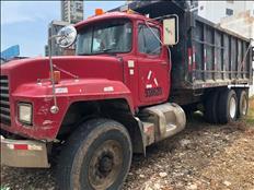 Se vende camión Mack rojo 26,000.00 tel.6507-4637
