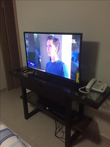 VENDO TELEVISOR DE 37 PULGADAS  CON MESA